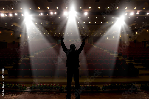 Fotografia  Silhouette of actors in the spotlight