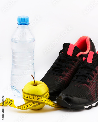 Foto op Aluminium Fietsen Bottle of water with apple, measuring type and running shoes