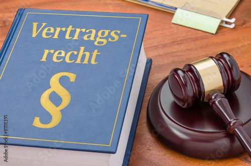 Fotografie, Obraz  Gesetzbuch mit Richterhammer - Vertragsrecht