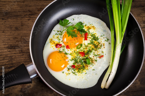 Deurstickers Gebakken Eieren two frying eggs in pan on table