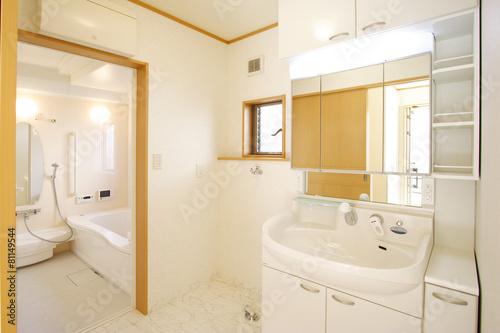 Fotografiet  住まいの洗面室とバスルーム イメージ