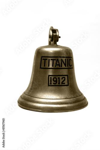 Photo  titanic ship  bell  on white background