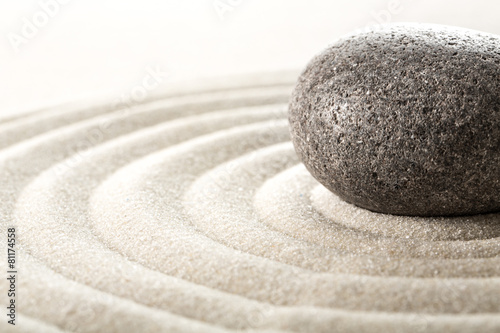 Foto op Aluminium Stenen in het Zand zen stone