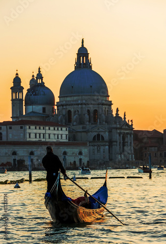 Türaufkleber Gondeln Gondola on Canal Grande with Basilica di Santa Maria della Salut