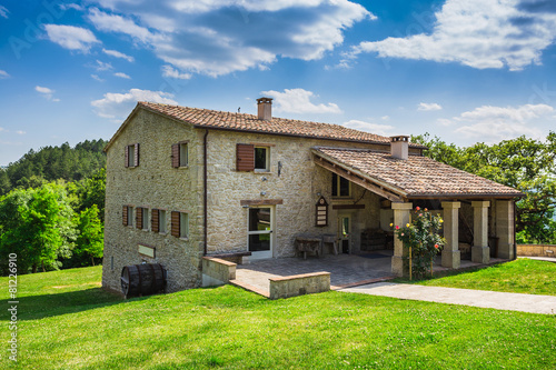 Carta da parati Tuscan farmhouse in Italy