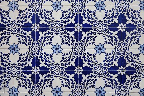 piekny-wzor-ceramiczny-w-niebieskich-odcieniach-z-drobnymi-szczegolami