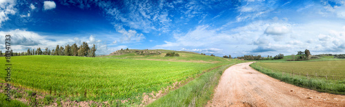 Sardegna, panorama di campagna in primavera