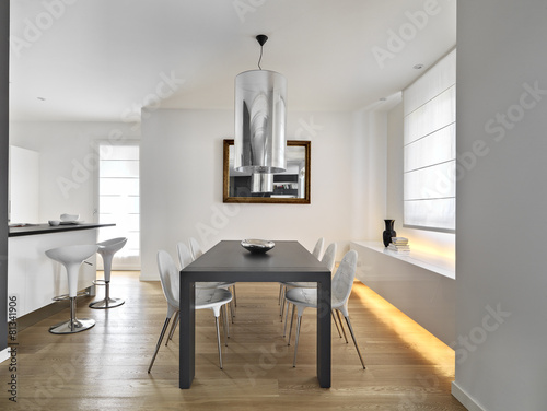 Fotografía  modern dining room with dining table and wood floor
