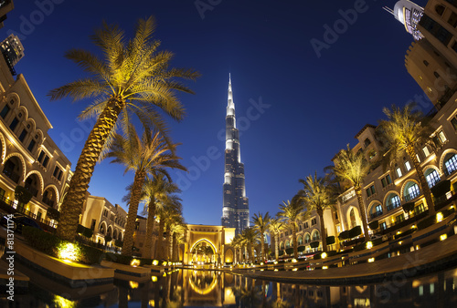Evening view of downtown Dubai with Burj Khalifa in background Fotobehang