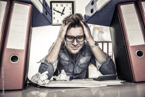 Fotografie, Obraz  Muž úplně zoufalá při práci