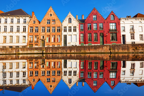 Staande foto Brugge Bruges canals: Spinolarei reflected in the canal. Belgium