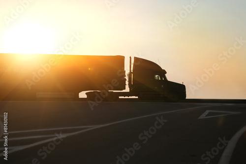 Cuadros en Lienzo truck goes on highway on sunset
