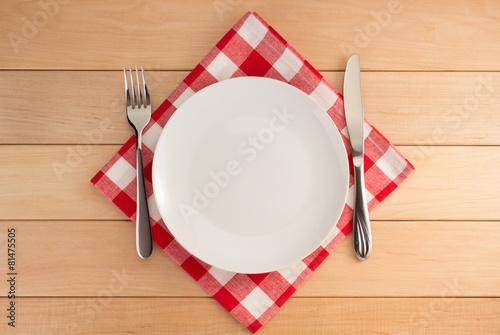 Zdjęcie XXL naczynia kuchenne w serwetce tkaniny na drewnie