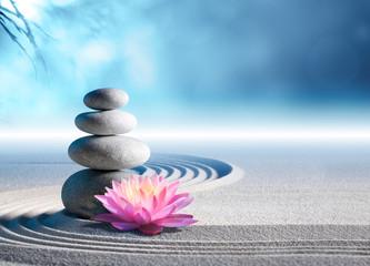 piasek, lilia i kamienie spa w ogrodzie zen