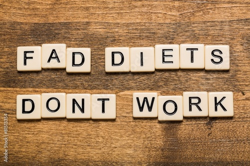 Fotografija  Fad. Fad Diets Don't Work card isolated on white background