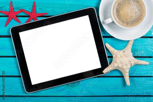 Fotografia  Tablet. Digital tablet and coffee cup on wooden table