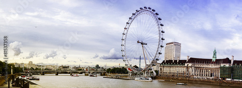 Photo view of the London Eye and the City, River Thames, London, UK, E