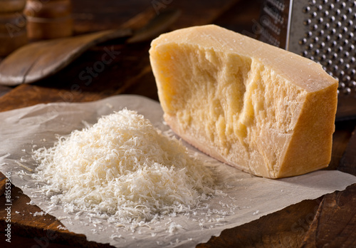Staande foto Zuivelproducten Grated Parmesan Cheese