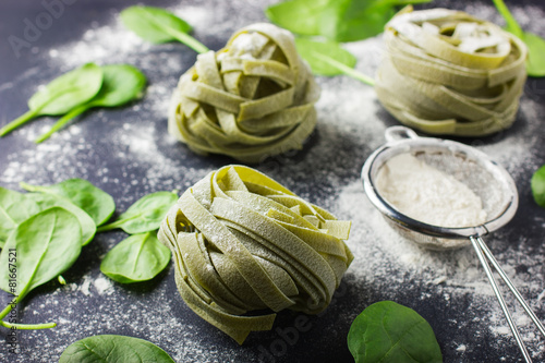 Stampe  dry spinach pasta, fresh spinach and flour