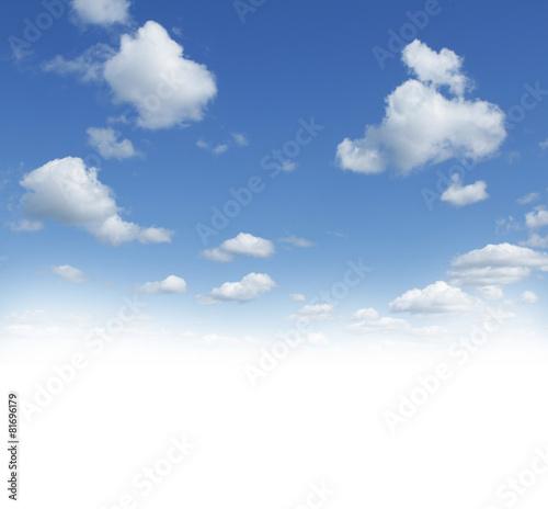 chmury-w-blekitne-niebo