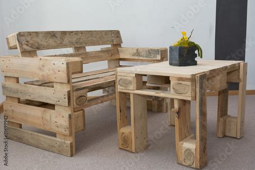 Fotografie, Obraz  robuste Sitzbank und Tisch aus Paletten