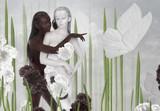 Wyobraźnia. Dwie kobiety w kolorze czarnym i białym - 81711138