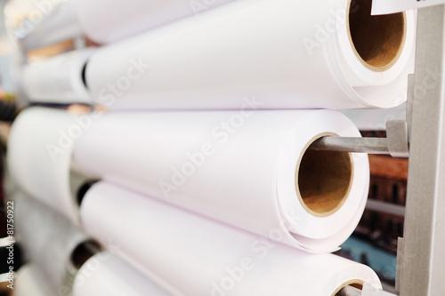 Fotografía  Paper roll in a printshop