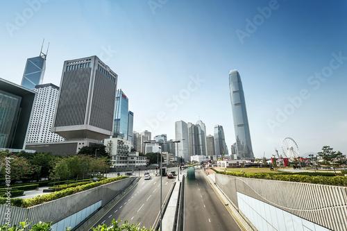 Photo  traffic and buildings at modern city hong kong during daytime.