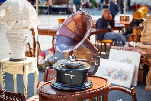 Valokuva  Antique gramophone on the street market of Pisa in Italy