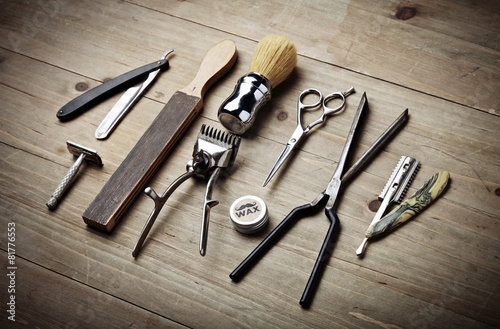 Vintage tools of barber shop on wood desk Plakat