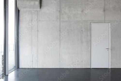 Fényképezés  Sichtbetonwand mit Türe