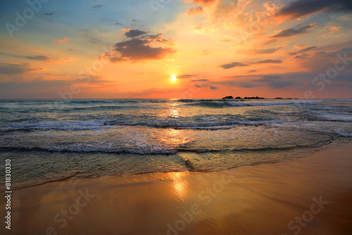 Spoed Foto op Canvas Zee zonsondergang landscape with sea sunset on beach