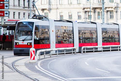Papiers peints Vienne Modern red tram in Vienna Austria.