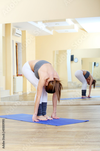 girl doing yoga exercises in the gym Canvas-taulu