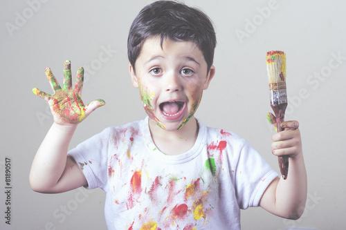 Fényképezés  niño pintando