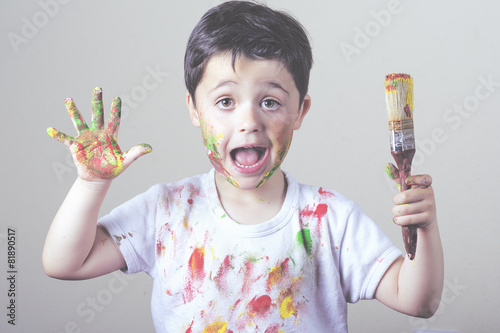 Photo  niño pintando