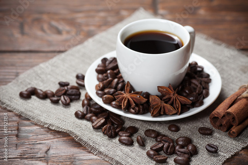 Poster Café en grains Cup of coffee with beans and spicery