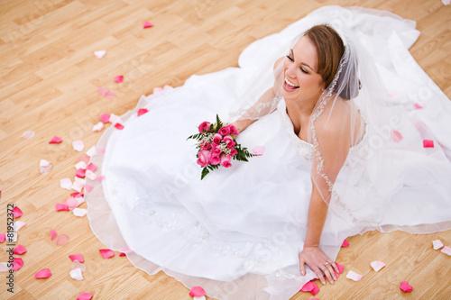 Fotografie, Obraz  Bride: Laughing Bride On Floor With Petals Around