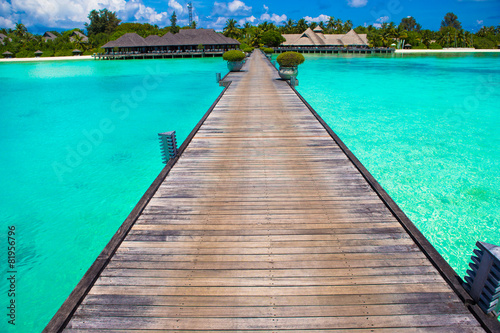 Spoed Foto op Canvas Eiland Beautiful tropical view of perfect ideal island, wooden jetty