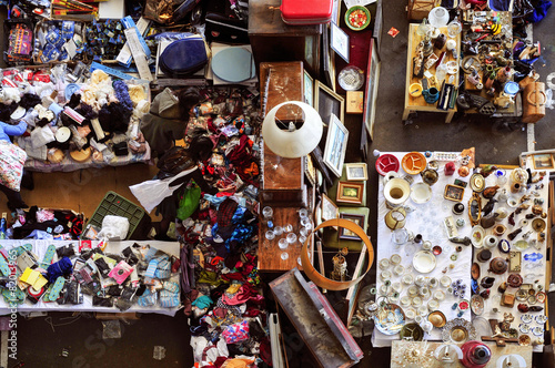 Obraz bits and pieces in a flea market - fototapety do salonu