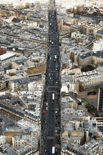 widok-ruchliwej-ulicy-paryza