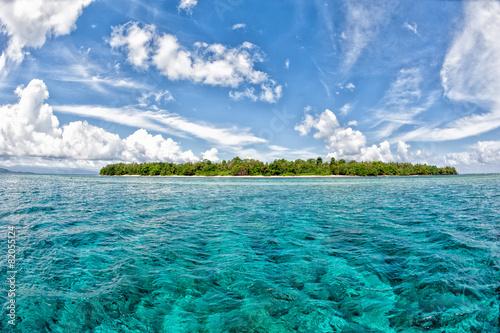 Siladen turkusowa wyspa tropikalnego raju