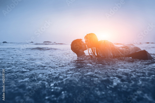 Photo  sexy couple in the water