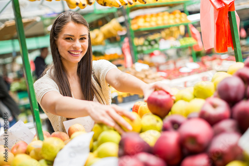 Foto op Aluminium Vruchten Young woman on the market