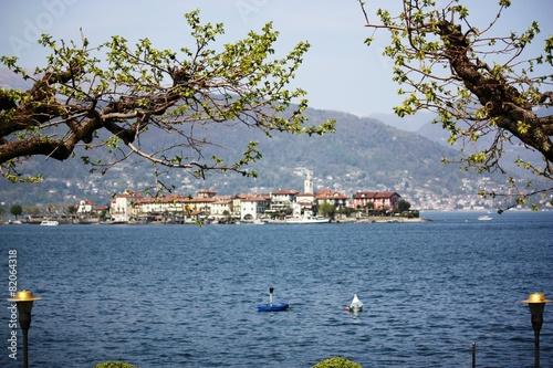 Spoed Foto op Canvas Scandinavië Blick zur Isola Pescatori am Lago Maggiore im Frühling