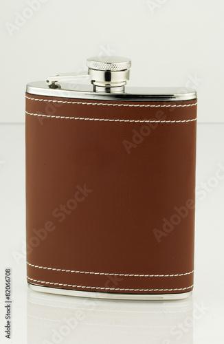 Fotografia, Obraz  flasque à wisky cuir
