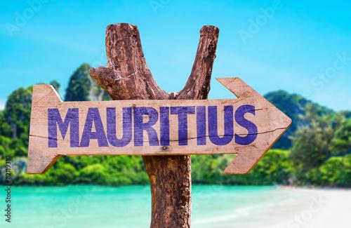 Obraz na plátně Mauritius wooden sign with beach background
