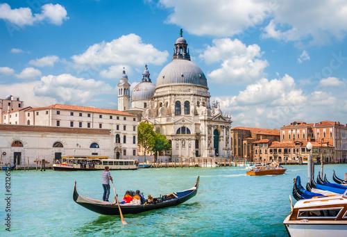 Stickers pour porte Venise Gondola on Canal Grande with Santa Maria della Salute, Venice