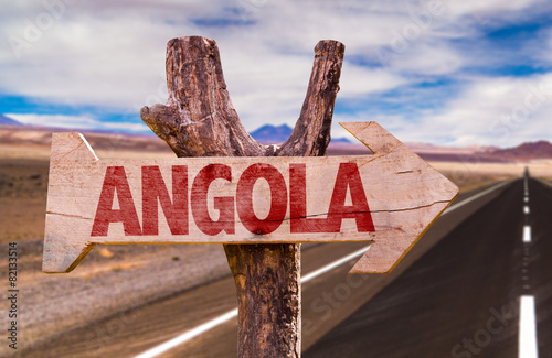 Poster Algérie Angola wooden sign with desertic road background