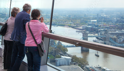 In de dag Rio de Janeiro LONDON, UK - APRIL 22, 2015: People looking at the London